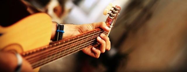 guitar-68967_640