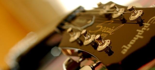 guitar-94630_640