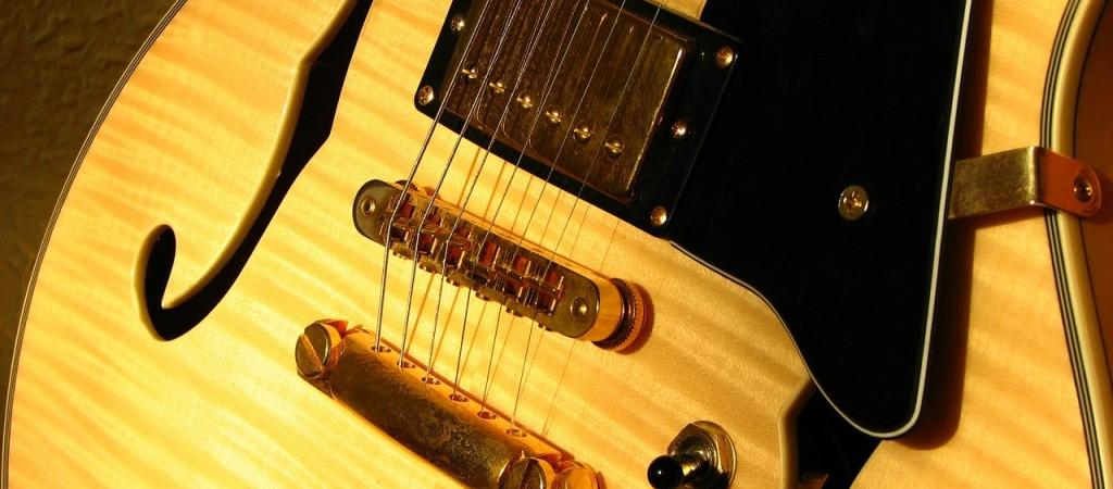 guitar-469121_1280